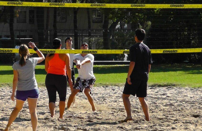 Siatkówka plażowa – ćwiczenia dla początkujących