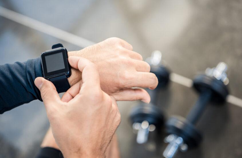 Jaki zegarek sportowy wybrać? Funkcje smartwatcha, które z pewnością się przydadzą!
